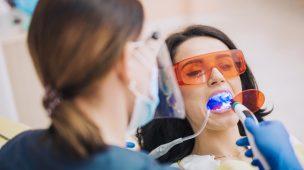 Clareamento Dental: O que é, como funciona e quanto custa?