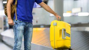 Viaje seguro com o seguro viagem na mala